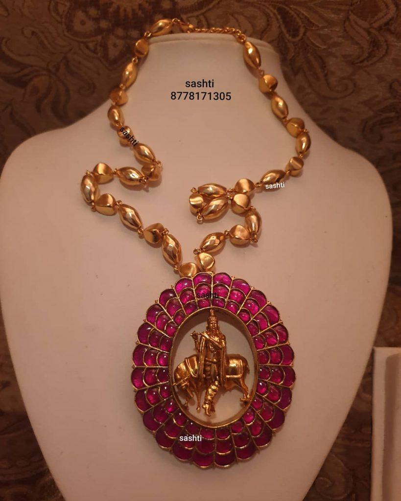 antique-necklace-set-6