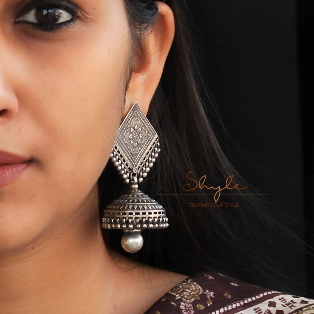 silver-jhumka-earrings-design-16